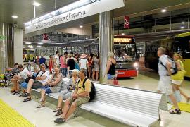 Un error de la empresa concesionaria deja sin bus a los trabajadores de Son Noguera
