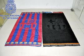Cuatro detenidos por vender toallas falsas del Barça en Mallorca