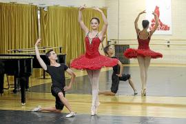 Un intercambio permite a dos alumnos y una profesora de danza viajar a Bulgaria