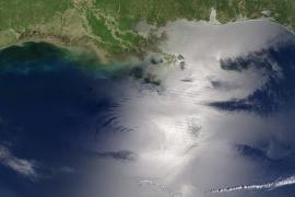 El mal tiempo amenaza la lucha contra la mancha de petróleo en el Golfo de México