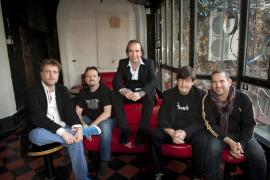 Los Secretos, grupo de música liderado por Álvaro Urquijo