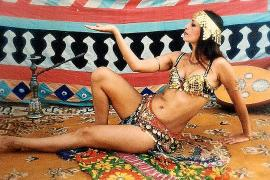 Cuatro décadas de «la dama de luz» de la danza del vientre