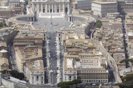 Un obispo italiano entre los tres detenidos en el caso del banco del Vaticano