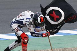Lorenzo le «roba» la victoria a Pedrosa en la última vuelta