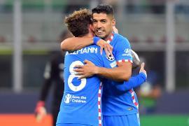Griezmann y Suárez dan una épica remontada al Atlético