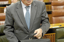 «Respaldo absoluto» del PSOE a Griñán para hacer primarias