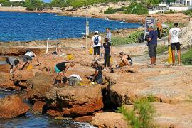 Retiran 100 kilos de residuos del entorno de Caló des Moro
