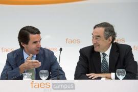 Aznar insiste en menos impuestos y un sistema fiscal más justo y eficiente