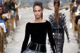 Desfile de moda de Chanel en París con Rihanna