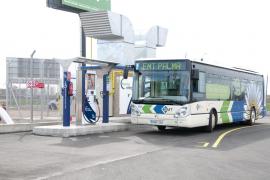 MÉS asegura que cada día hay 35 autobuses parados en las cocheras de la EMT