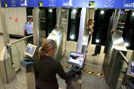 """La UE adopta la """"Tarjeta Azul"""" para atraer inmigrantes cualificados"""