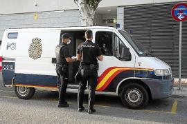 Dos años de prisión para una pareja que asaltó una casa y retuvo a su dueño para robar 150 euros