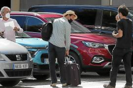 Dominic West, el príncipe Carlos en la serie 'The Crown', aterriza en Mallorca