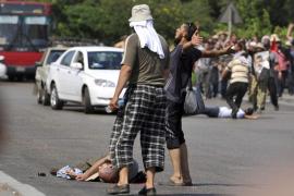 El Ejército egipcio despliega tanques para controlar choques que causan 17 muertos