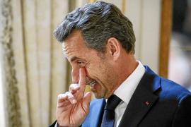 Sarkozy pide ayuda a los militantes ante la asfixia financiera de su partido