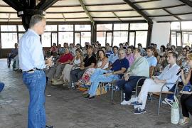 Esteban González Pons a las NNGG: «Leed y escribid, que política son ideas»