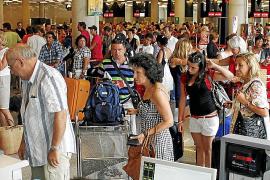 El dinamismo de la actividad turística evita la recesión económica en Balears