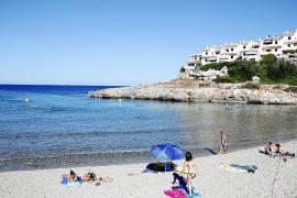 Cala Murada, preciosa playa de grano fino situada cerca de la cueva homónima