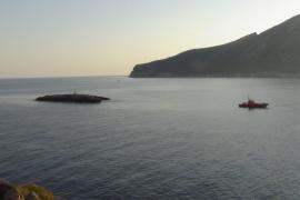 Un barco de pesca se hunde frente a Sant Elm tras chocar contra un escollo