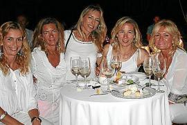 Cena blanca en Calanova