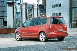 El VW Touran crece en motores y equipamientos