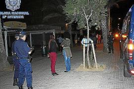 Redada policial en la Platja de Palma contra las prostitutas africanas que asaltan a turistas