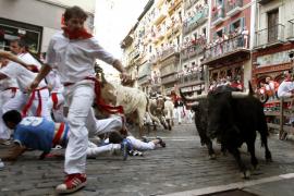 Los toros de Victoriano del Río marcan un rápido cuarto encierro de San Fermín