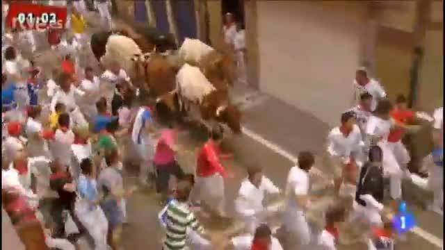 Un toro suelto de El Pilar causa el pánico en el sexto encierro, dejando tres heridos por asta