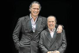 Los «mellizos» Bertín Osborne y Paco Arévalo analizan la crisis en el Trui Teatre