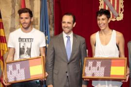 Bauzá homenajea a Alba Torrens y Rudy Fernández