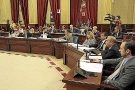 El Parlament cierra por vacaciones con el 'caso Bárcenas' en el debate político