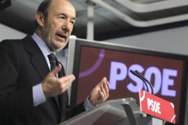 Rubalcaba presentará una moción de censura si Rajoy no acude al Congreso