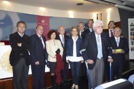El Colegio de Médicos premia a cinco médicos y a Tomeu Català