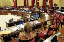 El Parlament cierra por vacaciones tras un tenso pleno con Bárcenas de protagonista