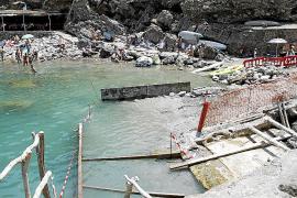 Quejas por las obras en la Cala Deià en plena temporada turística