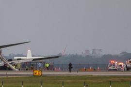 Un avión logra aterrizar en Nueva York sin tren de aterrizaje delantero