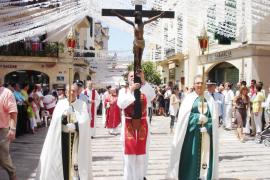 Alcudia culmina sus fiestas de Sant Jaume con la Trienal del Santo Cristo