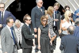 Toda la familia March despide en la intimidad a la matriarca Maritín Cencillo
