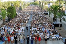 Reivindicativo final de curso del millar de graduados de la UIB