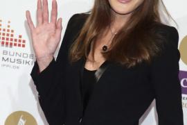 Campaña para que Carla Bruni devuelva 410.000€ que su web recibió como financiación