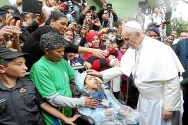 El Papa exhorta a los jóvenes en una favela a luchar contra las injusticias