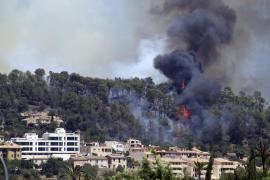 Evacuadas unas 26 personas por la proximidad del incendio forestal en Andratx