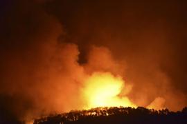 Más de 270 efectivos trabajan en las tareas de extinción del fuego en Andratx