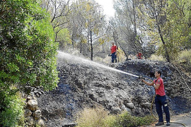 Más de 360 personas y 26 medios aéreos trabajan  en la extinción del incendio