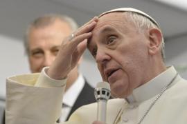 El Papa cree que los homosexuales «no deben ser juzgados ni marginados»