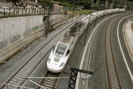 El conductor hablaba por teléfono con Renfe cuando el tren descarriló a 153 km/h