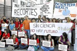 Presentan más de 235.000 firmas para salvar al CSIC del «colapso»