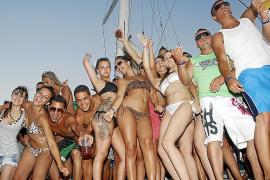 La patronal de las salas de fiestas critica el «desmadre» de las 'party boats' en Mallorca