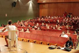 La asamblea de docentes avanza  hacia la huelga indefinida