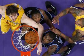 Bryant y Gasol encarrilan el pase de los Lakers a la final